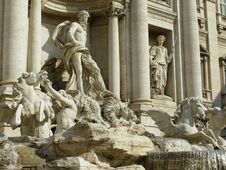 Free Fontana Di Trevi Royalty Free Stock Photo - 5994115