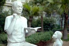 Free Chinese Teacher Sculpture Stock Images - 5996504