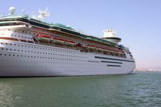 Free Cruise Ship Is Docked At The Bay Royalty Free Stock Photos - 5996698