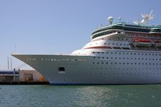 Free Cruise Ship Is Docked At The Bay Royalty Free Stock Photos - 5996758
