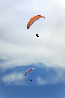 Free Two Persons Flying In The Sky Royalty Free Stock Photo - 5998905