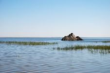 Free The Lake And Blue Sky Royalty Free Stock Photography - 5999807