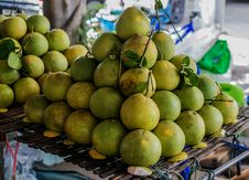 Free Fresh Pomelo Fruits Stock Photos - 59940463
