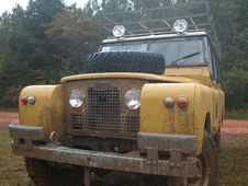 Free Washing Off The Mud Royalty Free Stock Photos - 600028