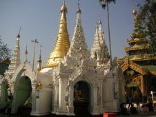 Free Shwedagon Pagoda Royalty Free Stock Photo - 600795