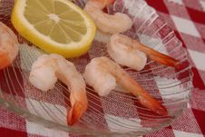 Boiled Shrimp And Lemon Royalty Free Stock Image