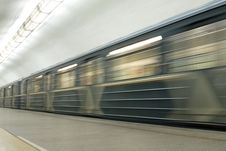 Free Train In Subway Royalty Free Stock Images - 6000859