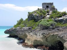 Free Rocky Tulum Coast Royalty Free Stock Photography - 6000977