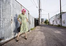 Free Woman With Pink Hair And A Purse In An Alley Stock Photos - 6004543