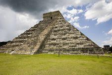 Free El Castillo Main Temple At Chichen Itza Royalty Free Stock Image - 6006666