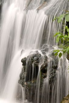 Free Falls About A Watermill Stock Photos - 6007743