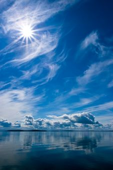 Free Rays Of Sun On Blue Sky Reflecting In Lake Royalty Free Stock Image - 6007816