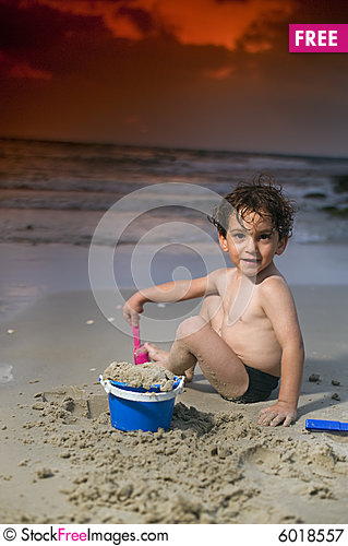 Free Boy Play Beach Sunset Royalty Free Stock Photography - 6018557