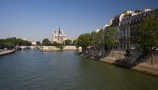 Free River Seine In Summer Royalty Free Stock Images - 6010949