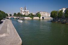 Free Seine Embankment Royalty Free Stock Photos - 6011018