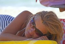 Free Woman Relaxes On The Beach Royalty Free Stock Photography - 6014077