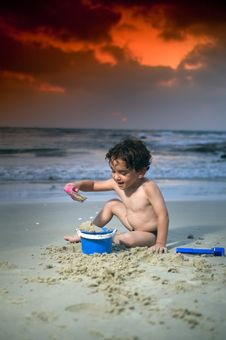 Free Boy Play Beach Sunset Stock Photography - 6018522