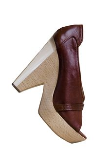 Free Brown Shoes With High Heels Royalty Free Stock Image - 6019206