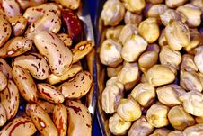 Chickpeas And Pinto Beans Royalty Free Stock Photography