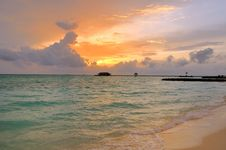 Free Maldivian Sunrise Royalty Free Stock Photography - 6025047