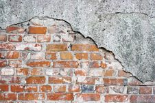Free Old Crumbling Brick Wall Stock Photography - 60289572