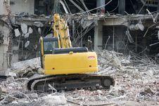 Free Excavator Removing Rubble Stock Photo - 6031180