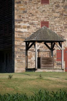 Free Well In Front Of Barn Stock Photos - 6031253