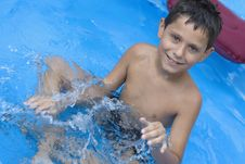 Free Young Boy In Pool Royalty Free Stock Images - 6031409