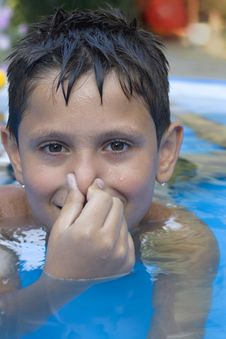 Free Young Boy In Pool Royalty Free Stock Images - 6031949