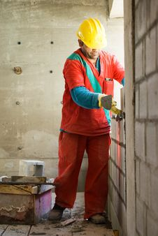 Free Worker Builds Wall - Vertical Royalty Free Stock Photo - 6040665