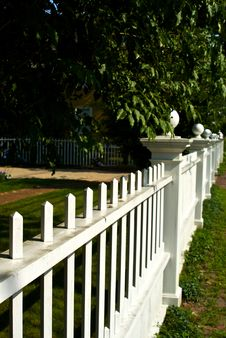 Free White Picket Fence Stock Photography - 6041142