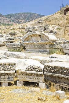 Free Ancient Ruins Of Hierapolis, Pamukkale, Turkey. Stock Photography - 6044872