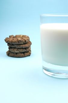 Free Milk And Cookies Royalty Free Stock Photography - 6050287
