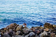 Free Water And Stones Royalty Free Stock Images - 6053009