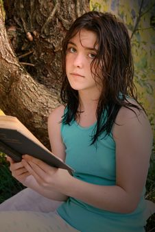 Free Young Woman Reading Book Royalty Free Stock Images - 6055659