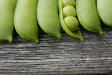 Free Green Pea Pods Stock Images - 6058214