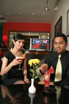 Free Couple At Bar Stock Images - 6060704