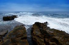 Free Split Rock And Sea Foam At Beach Royalty Free Stock Photo - 6062165