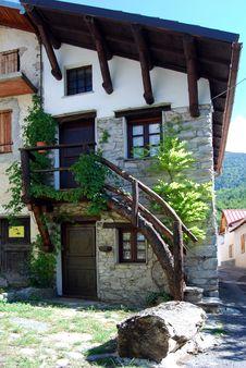 Free Mountain Home Royalty Free Stock Image - 6068356