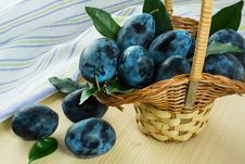 Free Plums In Basket Stock Photography - 60621252