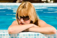 Free Taking A Sunbath In The Pool Royalty Free Stock Images - 6070259