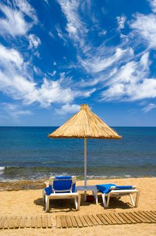 Free Couch And Sunshade At Seaside Stock Images - 6072914