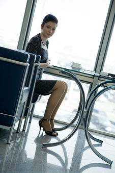Free Profile Of A Sitting Businesswoman At The Table Royalty Free Stock Photos - 6073028