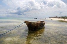 Free Zanzibar Dug-out Boat Royalty Free Stock Image - 6075166