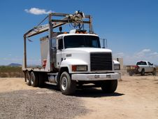 Free Mack Truck - Horizontal Stock Photography - 6077362
