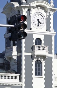 Free Clock Tower And The Traffic Lights. Royalty Free Stock Photos - 6077568