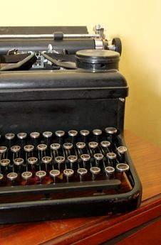 Free Antique Typewriter Royalty Free Stock Image - 6078266