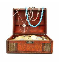 Free Old Wooden Trunk With Money And Jewellery Isolated Royalty Free Stock Images - 6078909