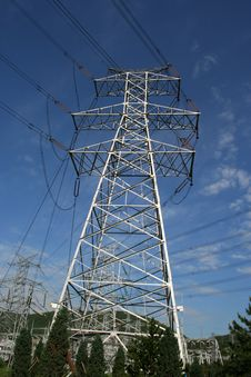 Free Power Pylon Under The Clearly Sk Stock Image - 6084551