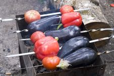 Free Eggplants And Red Bell Peppers On Grill Royalty Free Stock Photos - 6090528